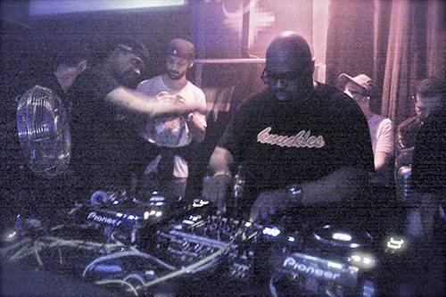 Frankie Knuckles DJing