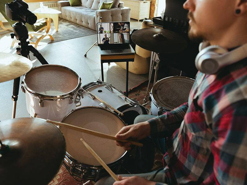 Manon drum setwith laptop online drum lessons cover