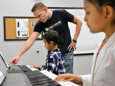 Group piano class overland park