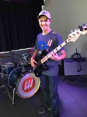Joe Pauli bass player