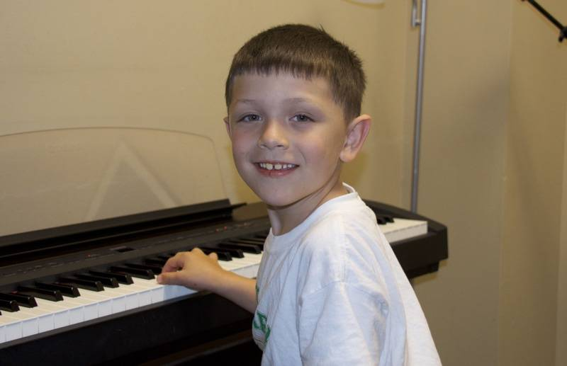 Music lessons piano student