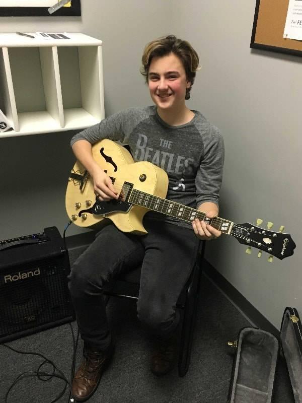 Joey Schneider guitar