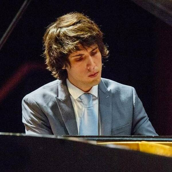Manuel Vizurraga Piano